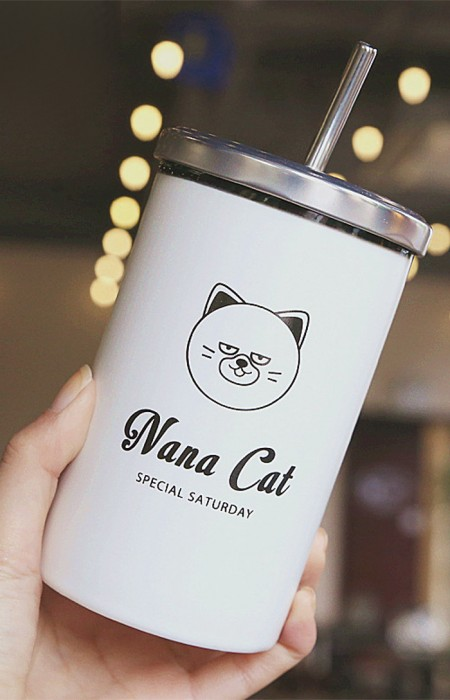 NANA CAT IN HAND MooDY™ SATURDAY COLLECTION - PORCELAIN STRAW CUP