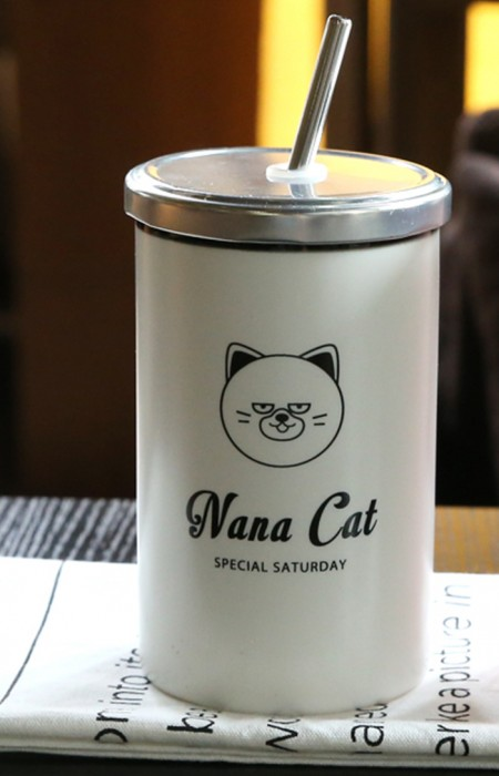 NANA CAT ON TABLE MooDY™ SATURDAY COLLECTION - PORCELAIN STRAW CUP